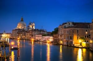 Venedik Dar Eski Sokaklar Renkli Evler Gondol İtalya Yaratıcı Müthiş Fotoğraflar-36 Dünyaca Ünlü Şehirler Kanvas Tablo