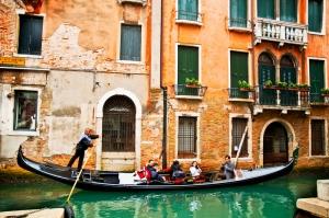 Venedik Dar Eski Sokaklar Renkli Evler Gondol İtalya Yaratıcı Müthiş Fotoğraflar-9 Dünyaca Ünlü Şehirler Kanvas Tablo