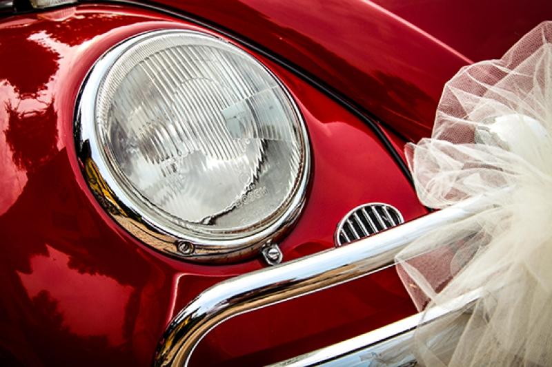 Vintage Kırmızı Eski Otomobil Gelin Arabası Kanvas Tablo