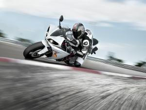 Yamaha R1 Motorsiklet Yarışı Kanvas Tablo