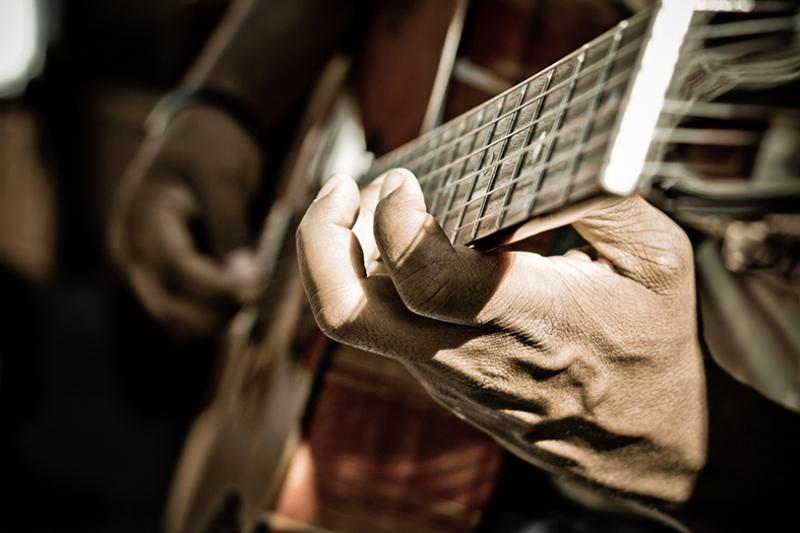 Yaşlı Gitarist Fotoğraf Kanvas Tablo