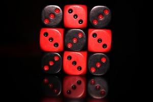 Zar Kırmızı Siyah Kanvas Tablo
